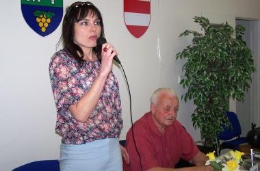 Návštěva starostky v maloměřickém Klubu seniorů u příležitosti Dne matek
