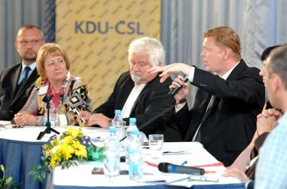 Předsedající členové na Ideové konferenci KDU-ČSL v Paláci Charitas